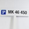 Parkeringsskilt der viser nummerplade