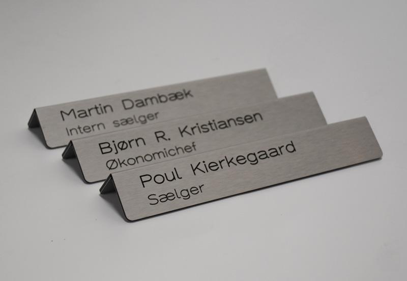 Bordskilte-rustfri-staal-graveret-navn