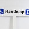 Parkeringsskilt til handicappede med symbol